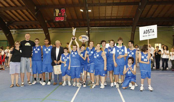 La squadra di Aosta festeggia
