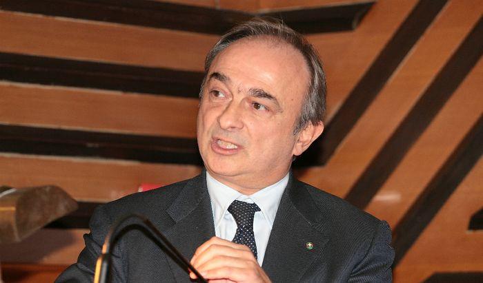 Giandomenico Auricchio all'assemblea dell'Api in Sala Maffei