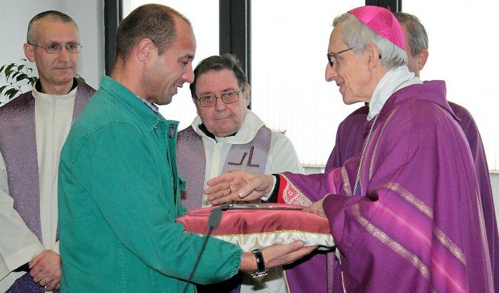 Messa per il Lavoro all'Acciaieria Arvedi - Dante Lafranconi con un operaio