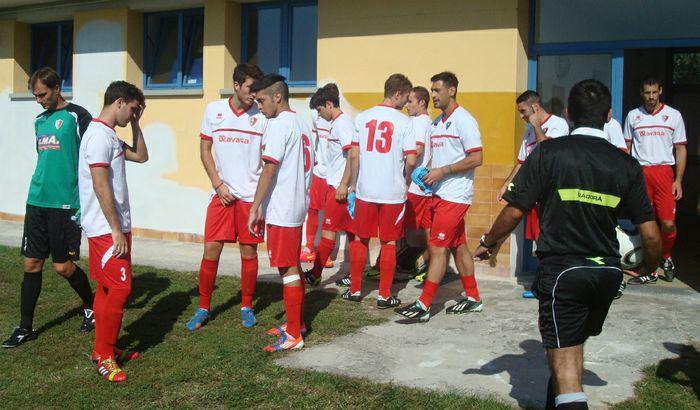 I giocatori del Castelverde pronti ad entrare in campo