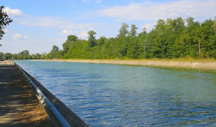 Il canale navigabile a Tencara