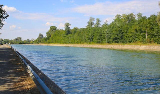 TENCARA PIZZIGHETTONE CANALE NAVIGABILE