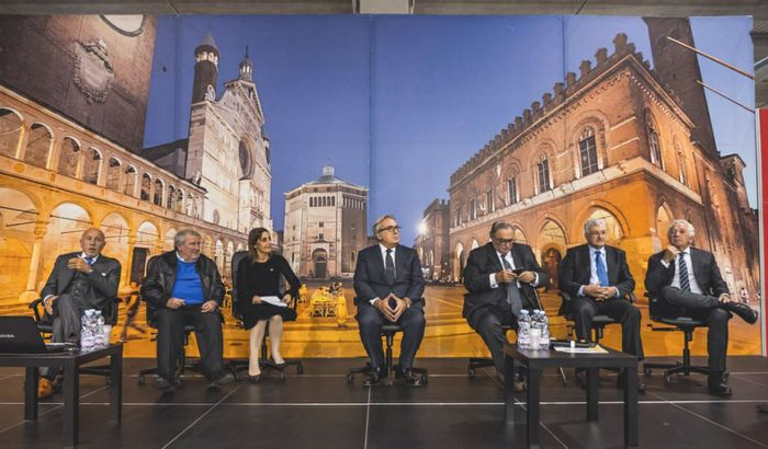 Da sinistra: Bruno Colucci, Aurelio Galletti, Marinella Loddo, Antonio Piva, Giulio Sapelli, Alberto Griffini, Paolo Agnelli