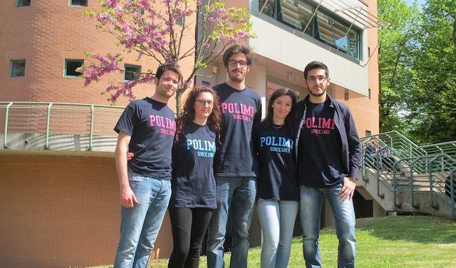 L'ing. Elena Orsi (la seconda da destra) insieme ai compagni di università
