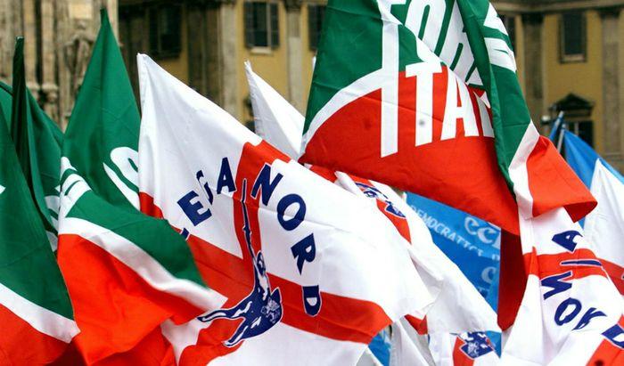 Bandiere di Forza Italia e della Lega