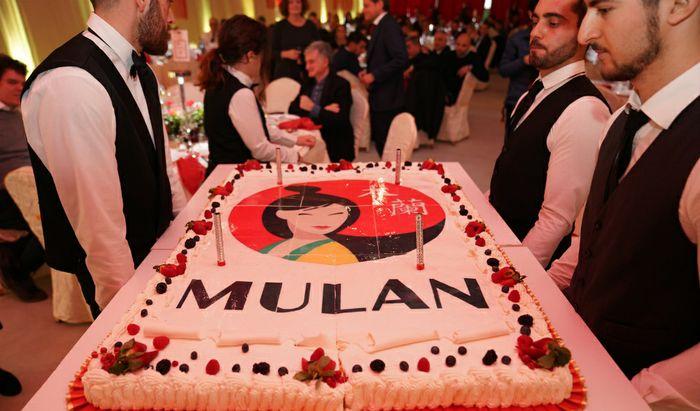 La torta per l'inaugurazione del nuovo stabilimento di Gadesco