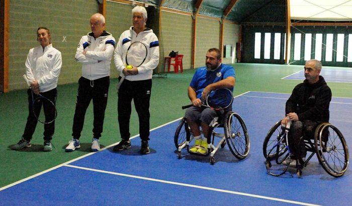 Scuola di tennis in carrozzina