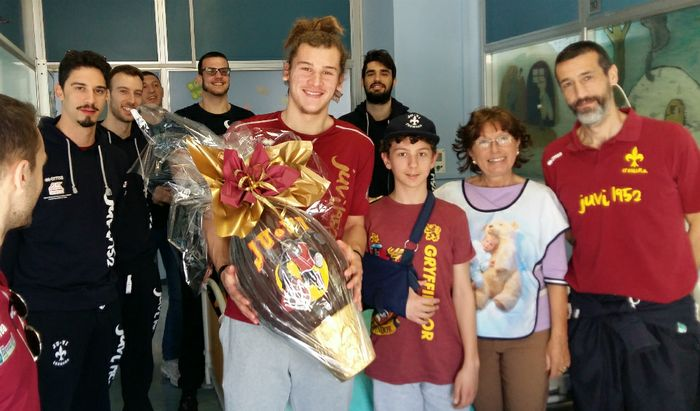 I giocatori della Juvi in visita in Pediatria