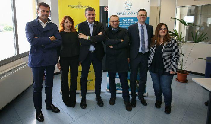 Il Ministro Centinaio (il terzo da sinistra) all'Istituto Spallanzani