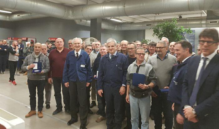 Giovanni Arvedi, Mario Caldonazzo, Maurizio Calcinoni e Luigi Vinci insieme ai loro collaboratori