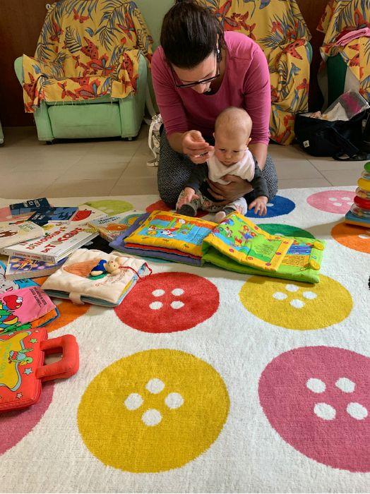 Una mamma con un bambino al Consultorio