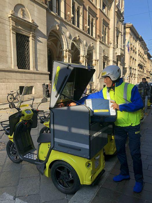 Nuovi tricicli elettrici Poste Italiane