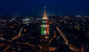 Il Torrazzo illuminato con il Tricolore