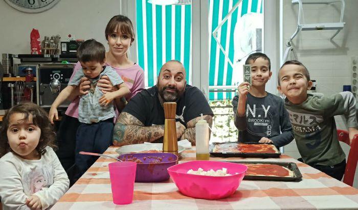 Alessandra Andreoli e Guglielmo Militello con i loro figli