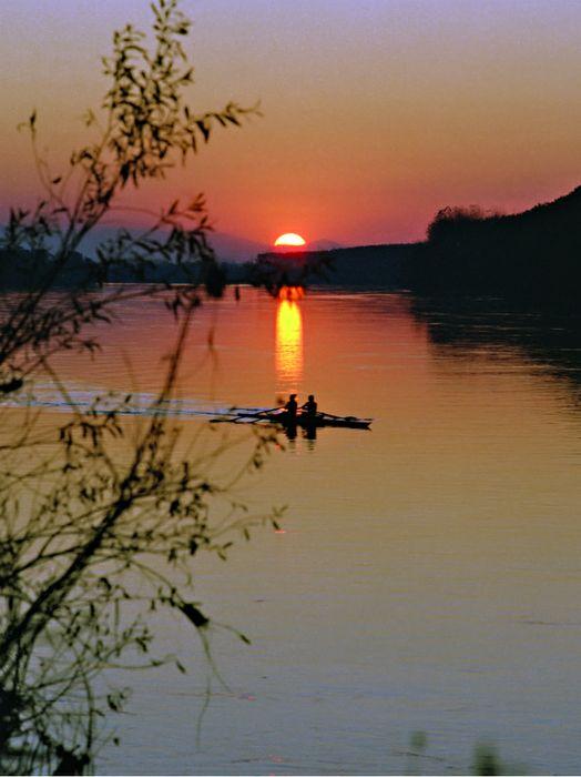 Uno scorcio del fiume Po al tramonto