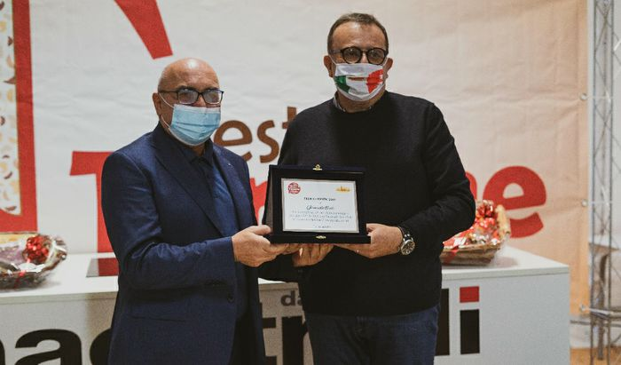 Festa del Torrone, Rivoltini conferisce il Premio Bontà al dottor Giancarlo Bosio