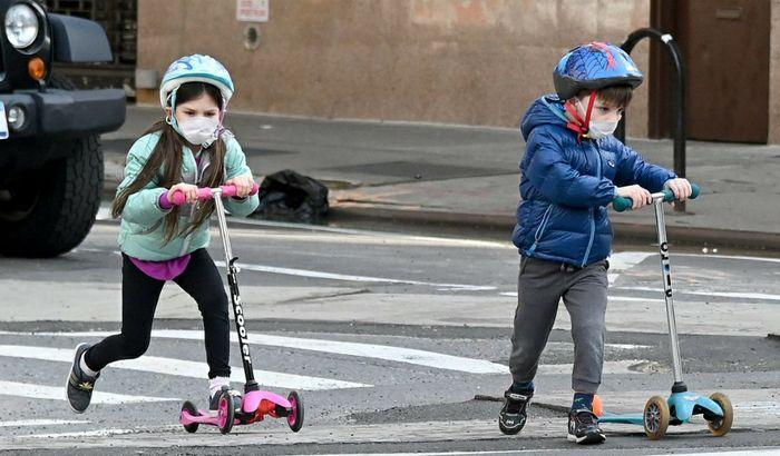 Bambini con le mascherine