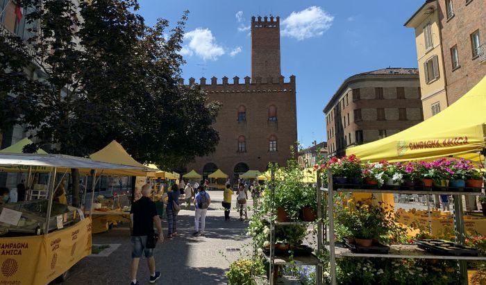 Campagna Amica in piazza Stradivari